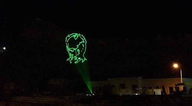 Kars'ta bayrak ve Atatürk temalı lazer gösterisi