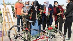 Kazada yaşamını yitiren bisikletli Zeynep'e duygusal anma