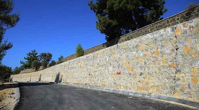 Kuşadası Yeni Asri Mezarlık'ta düzenleme çalışmaları sürüyor