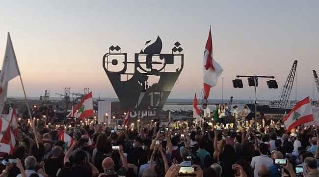 Lübnan'da 17 Ekim Devrimi'nin 1. yılında halk yeniden sokaklara döküldü