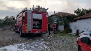 Manisa'da çiftlikte yangın çıktı 800 saman balyası kül oldu