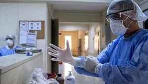 Maske takmayan sorumsuz doktor, onlarca kişiye koronavirüs bulaştırdı