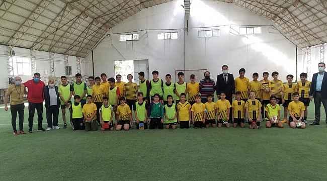 Mutlu Önal'dan Kocasinan Şimşek futbol okuluna ziyaret