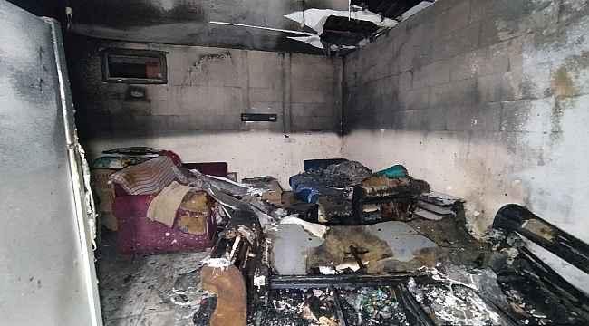 Önceden annesiyle yaşadığı evi benzin dökerek yaktı