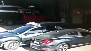 Otomobil içerisinde 150 bin TL çalan hırsızlar kamerada