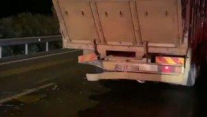 Otomobil odun yüklü kamyona arkadan çarptı