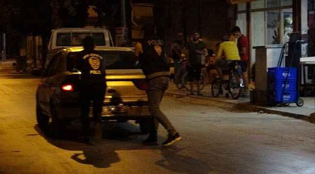 Polisler zorda kalana koştular, ehliyetsiz ve alkollü sürücüleri affetmediler