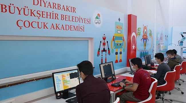 Robotik kodlama atölyeleri çocukları bilişim dünyasına hazırlıyor