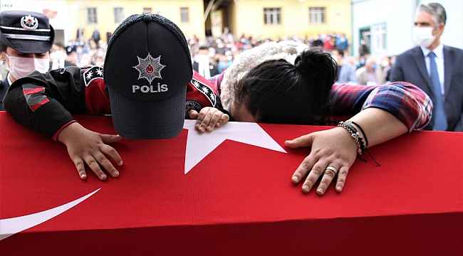 Sakarya'da şehit düşen polis memuru Ankara'da toprağa verildi