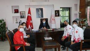 Şampiyon Muaythai sporcularından Kabakçı'ya ziyaret
