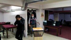 Sosyal mesafeye uymayarak kumar oynayan 34 kişiye 148 bin 750 lira para cezası