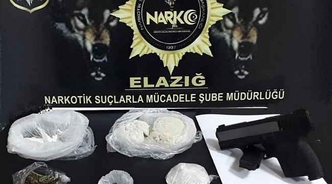 Şüpheli şahsın çantasından çeşit çeşit uyuşturucu çıktı