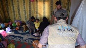 Suriyeli Muhammed bebek protez bacaklarına kavuştu