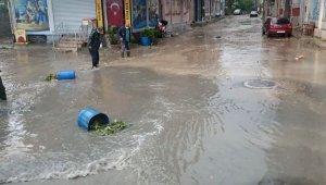 Susurluk'ta sabah saatlerinde yağan yağış hayatı felç etti