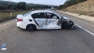 Traktörle çarpışan otomobil takla attı: 1 yaralı