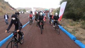 Türkiye'nin en uzun bisiklet yolunda pedallar 29 Ekim için çevrildi