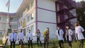 Uğurlu öğrenciler okul bahçesini ağaçlandırdı