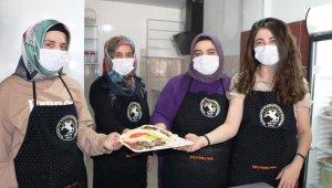 Üreten kadınlardan çocuklar için katkısız 'Anne Burger'