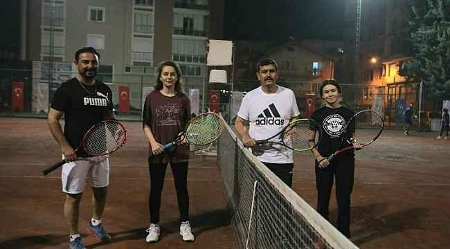 Vali Arslantaş, 29 Ekim Cumhuriyet Bayramı tenis turnuvasının açılışını yaptı.