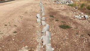 Yeni Mahallede bordür taşlarına zarar verildi