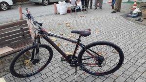 Yok artık...Kilidini kıramadıkları bisikletten geriye sadece tekeri kaldı - Bursa Haberleri