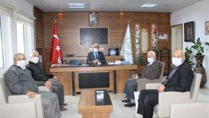 Yunus Emre Camii Yaptırma ve Yaşatma Derneği Üyelerinden Müftü Ali Erhun'a ziyaret