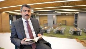 'Uyumayan Kütüphane'de ilk kitabı Başkan Yılmaz okudu - Bursa Haberleri