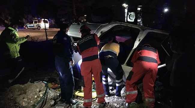Araçta sıkışan vatandaşı itfaiye ekipleri kurtardı