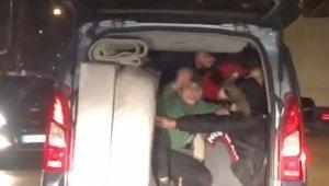 Bursa'da bir aracın bagajına 5 kişi bindiler - Bursa Haberleri