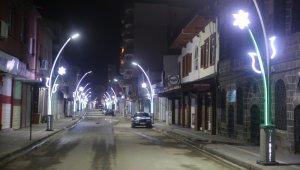 Cizre Belediyesi, caddeleri süslemeye devam ediyor
