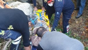 Defne keserken 30 metrelik uçuruma yuvarlanan kadın itfaiye tarafından kurtarıldı