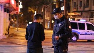 Denizli'de kısıtlamalarda sokağa çıkan gence 3 bin 150 TL cezai işlem uygulandı