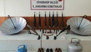 Diyarbakır'da teröristlere ait ısı yalıtımlı şemsiyeyle gizlenen sığınak tespit edildi