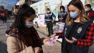 Düzce'de Kadın Polisler Kadınlara KADES'i Anlattı