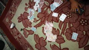 Düzce'de kumarhaneye çevrilen evde 16 kişi suçüstü yakalandı