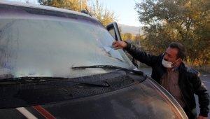 Erzincan'da arabaların camları buz tuttu