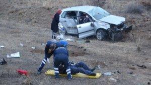 Erzurum'da otomobil şarampole devrildi: 2 yaralı