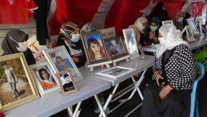 HDP önünde evlat nöbeti tutan ailelerden Arınç'a tepki