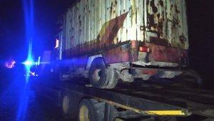 Hurda belgeli kamyoneti çalarken yakalandı