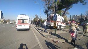 İçinde 3 yaşındaki çocuğun bulunduğu ambulansla otomobil çarpıştı: 5 yaralı - Bursa Haberleri