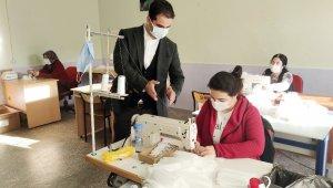 İlçede üretilen 50 bin adet maske ücretsiz dağıtılmaya başlandı