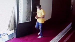 İmamın telefonunu çalan hırsız önce güvenlik kamerasına yakalandı