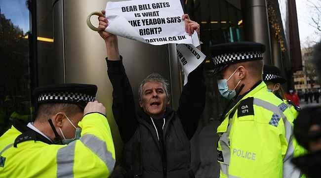 İngiltere'de aşı karşıtı gösterilerde 3 kişi gözaltına alındı