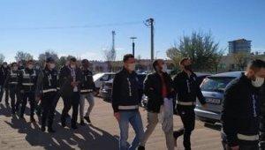 İzmir'de aranan cinayet zanlısı Uşak'ta yakalandı