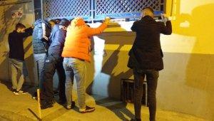 Kısıtlamada polisten kaçan şüphelinin çorabından uyuşturucu madde çıktı - Bursa Haberleri