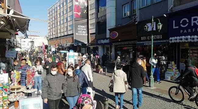 Kısıtlamanın bitmesiyle Eskişehir'in işlek caddeleri doldu
