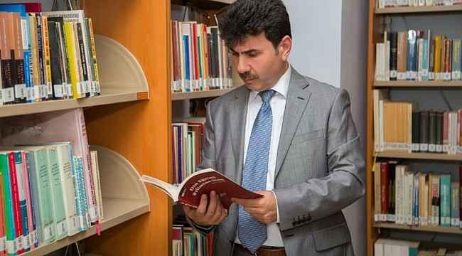 Kitap okuma etkinliğine Rektör Karacoşkun'da katıldı