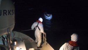 Kuşadası Körfezi'nde mahsur kalan 24 göçmen kurtarıldı