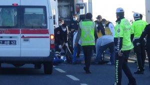 Motosiklet çöp kamyonuna çarptı: 2 ölü