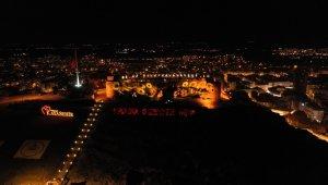 Nevşehir Kalesi 'Kadına karşı şiddete hayır' demek için turuncuya büründü